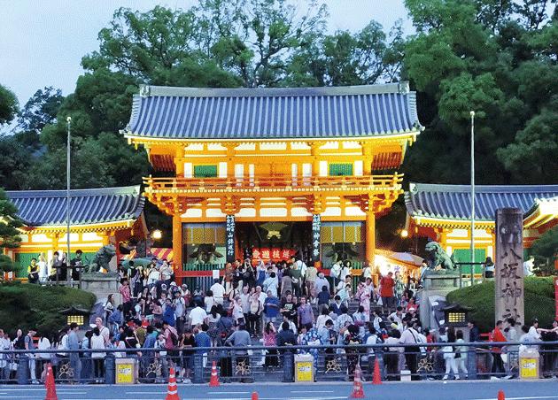 祇園祭宵山の八坂神社