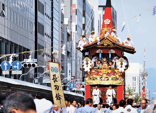 祇園祭・長刀鉾が神域に近づく